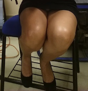 Hermosa madura piernas sexys vestido