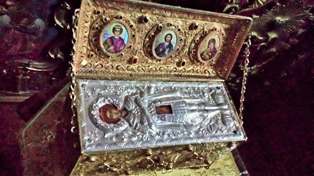 Λείψανο του Αγίου Γεωργίου. Ιερά Καλύβη Άγιος Γεώργιος ο Τροπαιοφόρος, Νέα Σκήτη Αγίου Όρους. https://leipsanothiki.blogspot.be/