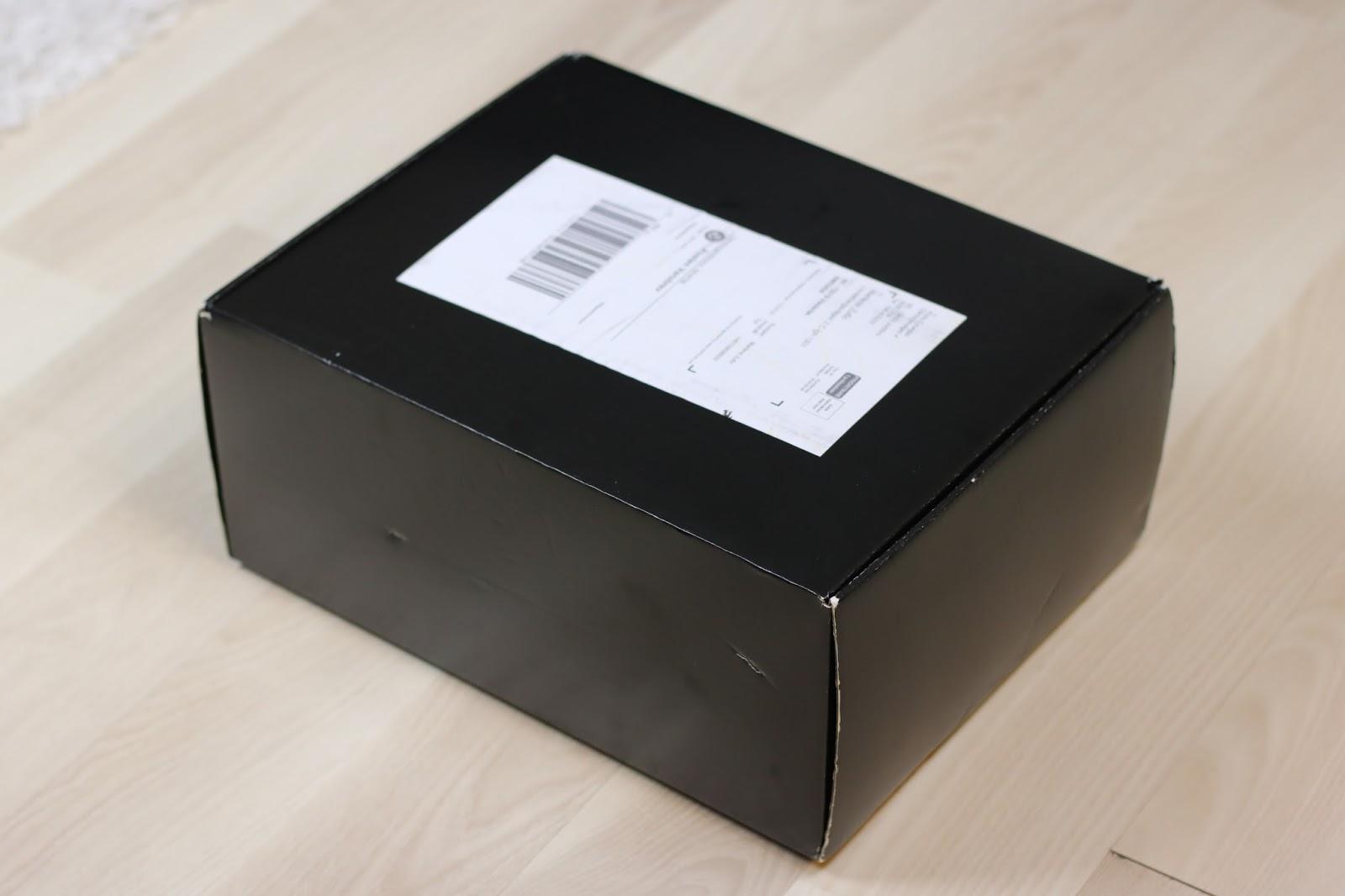 Paketet var väldigt stort med tanke på att det bara låg en liten parfym där  i. cded0571cfee2