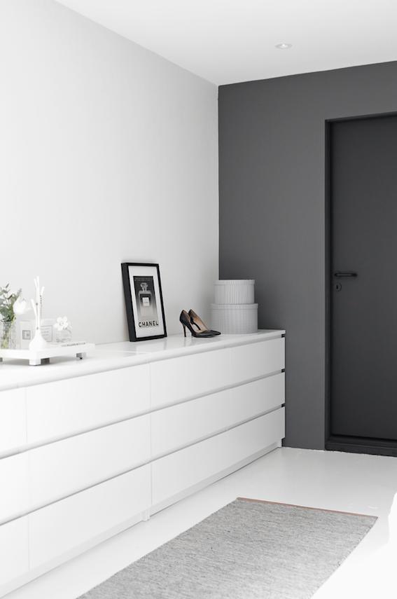 Almacenaje de una casa de estilo minimalista