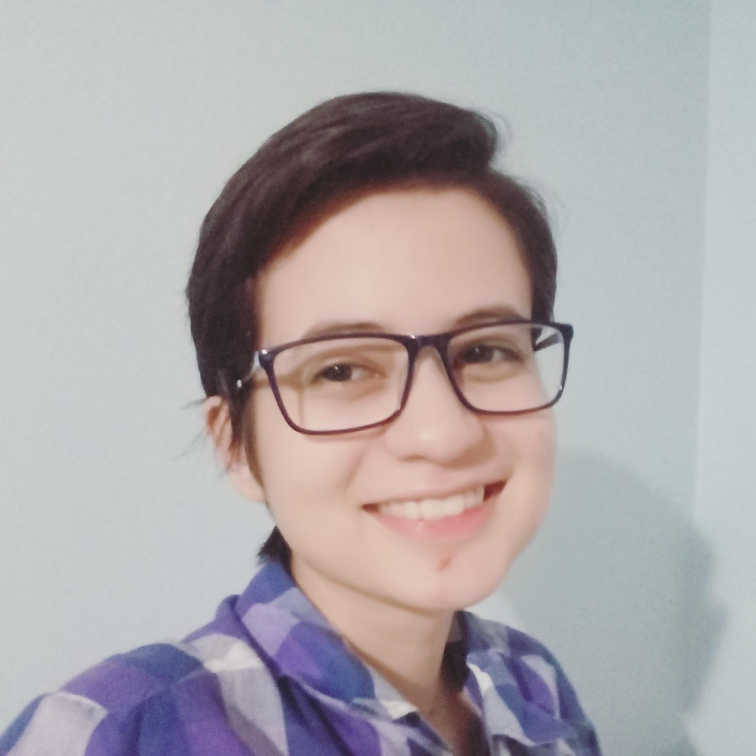 Beatriz Souza sorrindo