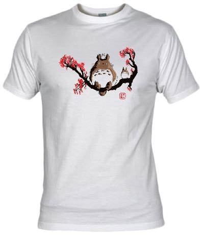 http://www.fanisetas.com/camiseta-totoro-traditional-p-4887.html