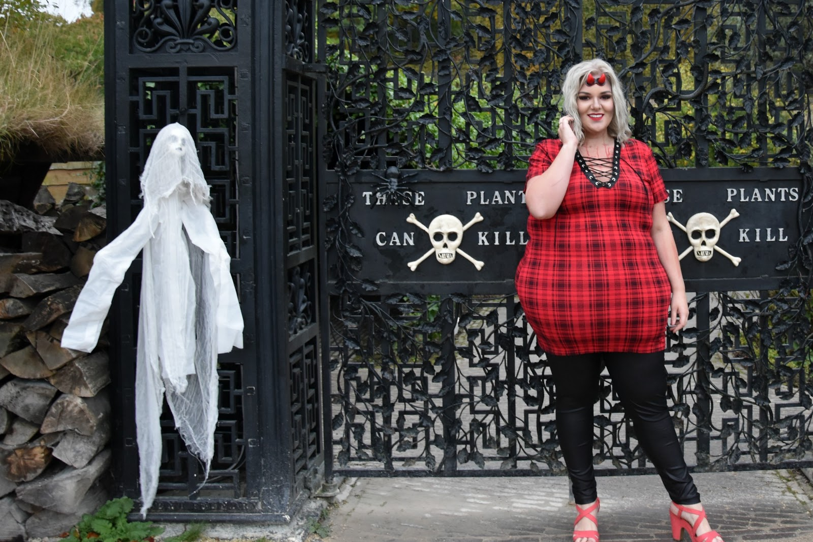 Plus Size Devil Outfit from Yours Clothing worn at The Alnwick Garden by UK Blogger WhatLauraLoves