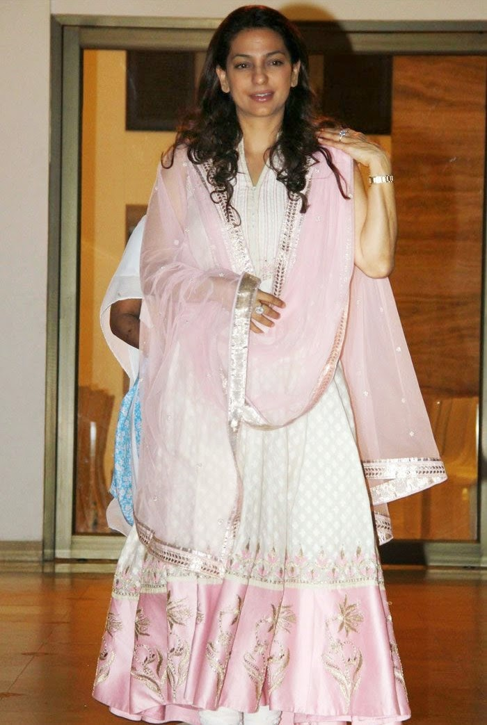 Juhi Chawla, Pics from Condolence Meeting of Late Filmmaker Ravi Chopra