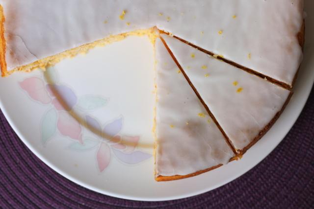 Torta od limuna i kokosa sa bijelom glazurom