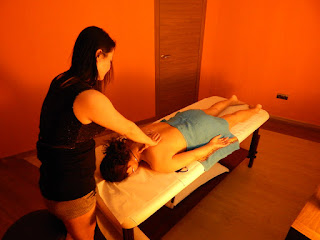 Eva oriental masseuse massaging back in massage center Hâi, La Malagueta, Malaga