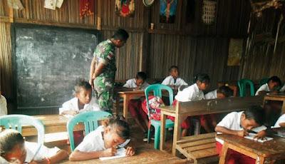 TNI Mengajar Siswa SD Perbatasan