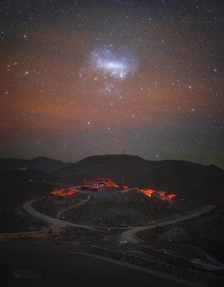 Bên dưới Đám mây Magellan. Hình ảnh: Yuri Beletsky (Carnegie Las Campanas Observatory, TWAN).