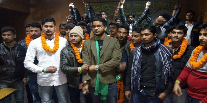जदयू के सैकड़ों छात्र कार्यकर्ता राजद में हुए शामिल...