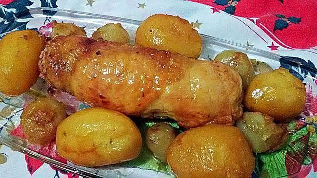 Muslos de pollo rellenos asados con vino blanco