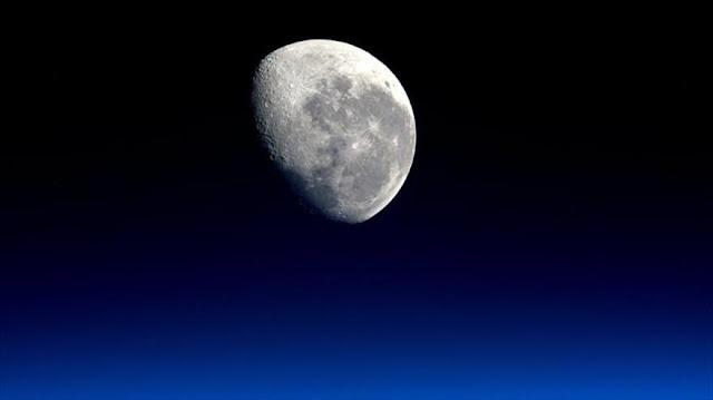 """Astrónomos descubren huellas de """"vida terrestre"""" en la Luna"""
