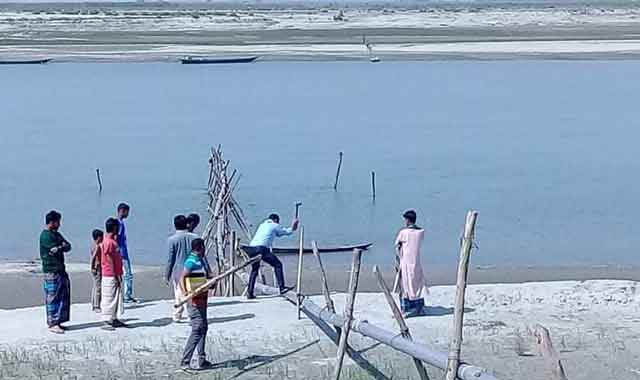 Islampur dredgers mobile court burned