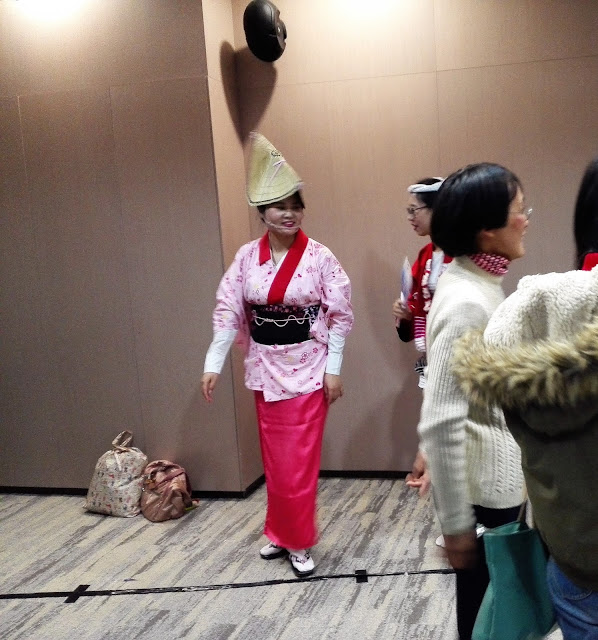 一休みの阿波踊りのお姉さん