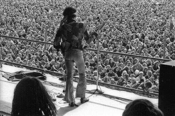64 Historical Pictures you most likely haven't seen before. # 8 is a bit disturbing! - Jimi Hendrix' last concert. Love and Peace Festival, Germany. 1970