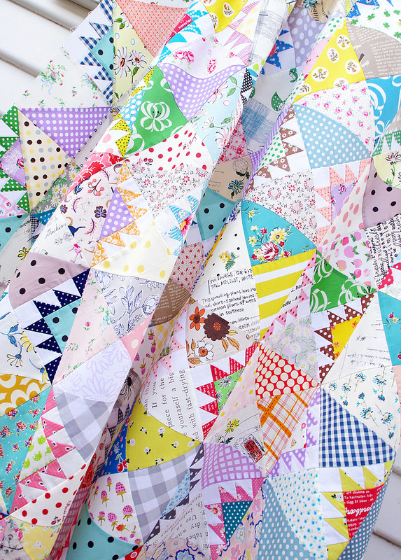 Delectable Mountains Scrap Quilt | © Red Pepper Quilts 2018 #scrapquilt #delectablemountainsquilt