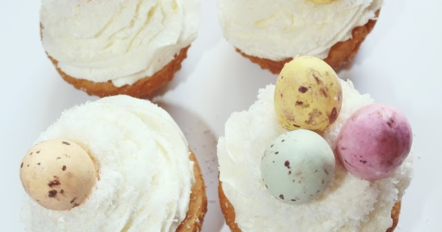 CUT and DRY : Coconut Cupcakes