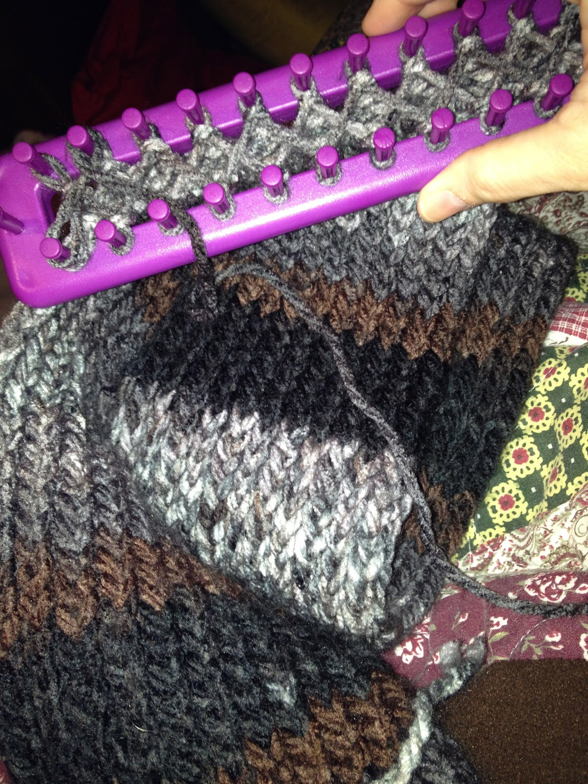 Crochet Ing Away Working With The Loom Trabajando Con