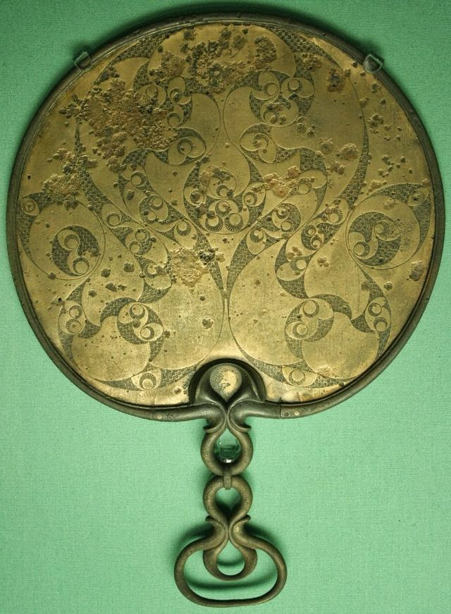 "British bronze mirror, 50 BC - 50 AD, showing the spiral and trumpet decorative theme of the late ""Insular"" La Tène style : Wikimedia"