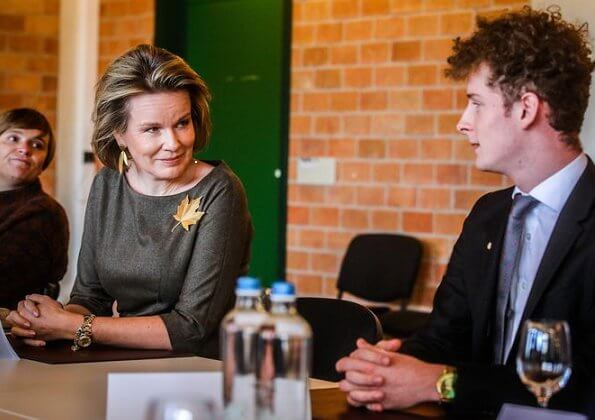 Queen Mathilde wore a khaki midi dress by Natan. Tiffany Italy gold leaf brooch, Canadian maple leaf brooch and gold earrings