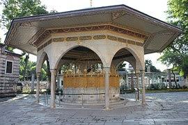 Hadis Sahih Bukhari Nomor 734 Tentang Membaca Surah Al-Fatihah Pada Dua Raka'at Terakhir