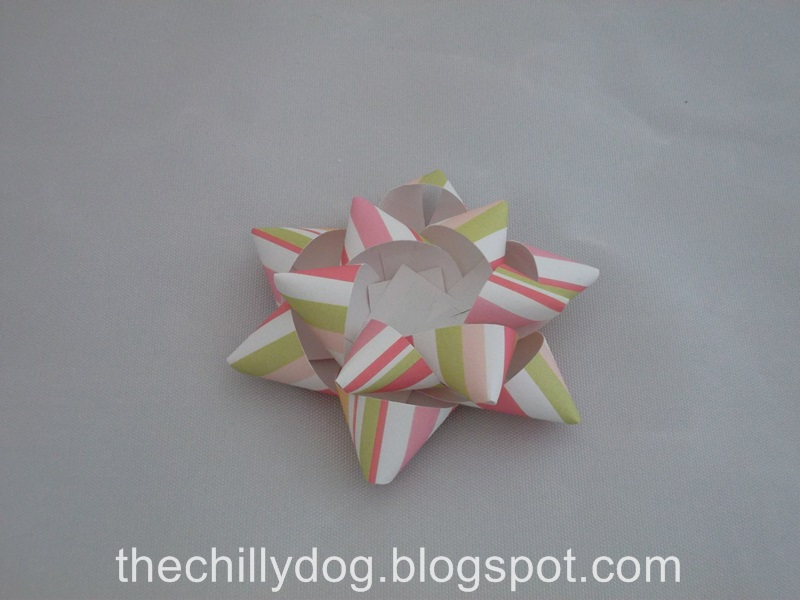 how to make a bow from paper strips