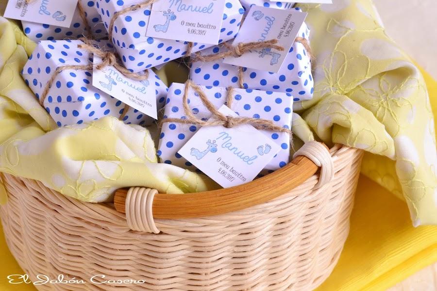 Detalles para bautizos jabones naturales personalizados