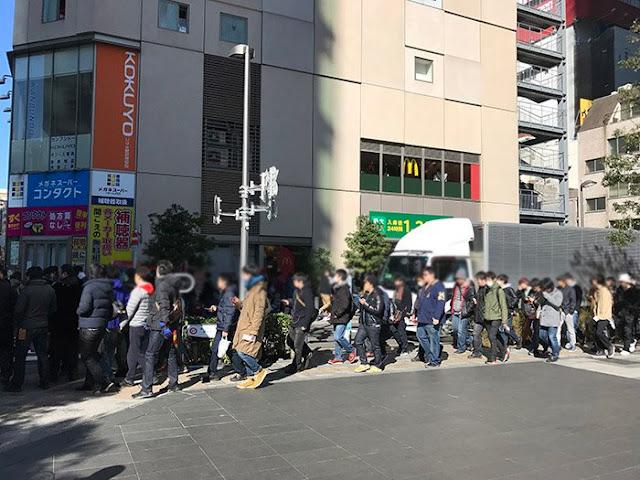 Longas filas no Japão para comprar o Nintendo Switch.