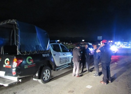 Camioneta patrulla de noche