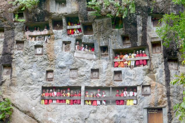 Kubur Batu Lemo Tana Toraja II Jelajahsuwanto