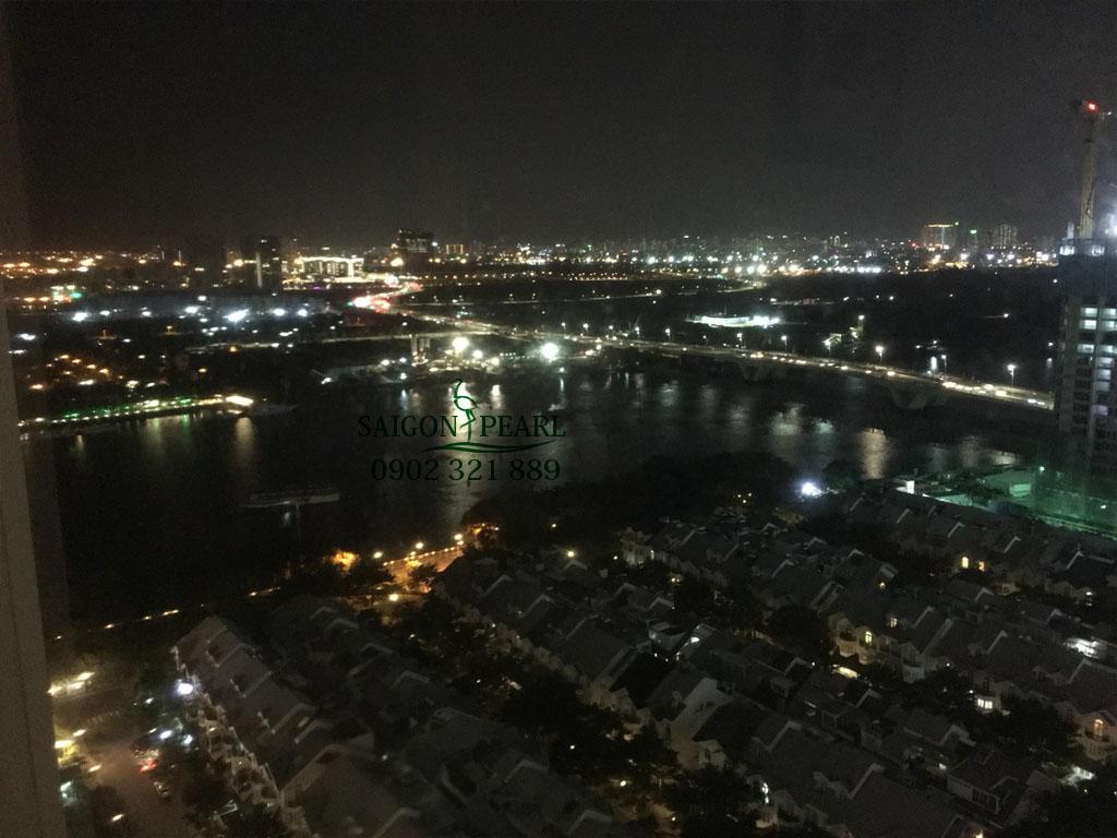 View khu biệt thự, sông và cầu Sài Gòn. Ảnh được chụp từ căn hộ cho thuê tòa nhà Topaz 1 tầng 24