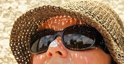Most people do not know how to apply sunscreen lotions अधिकतर लोग सनस्क्रीन लोशन लगाना नहीं जानते