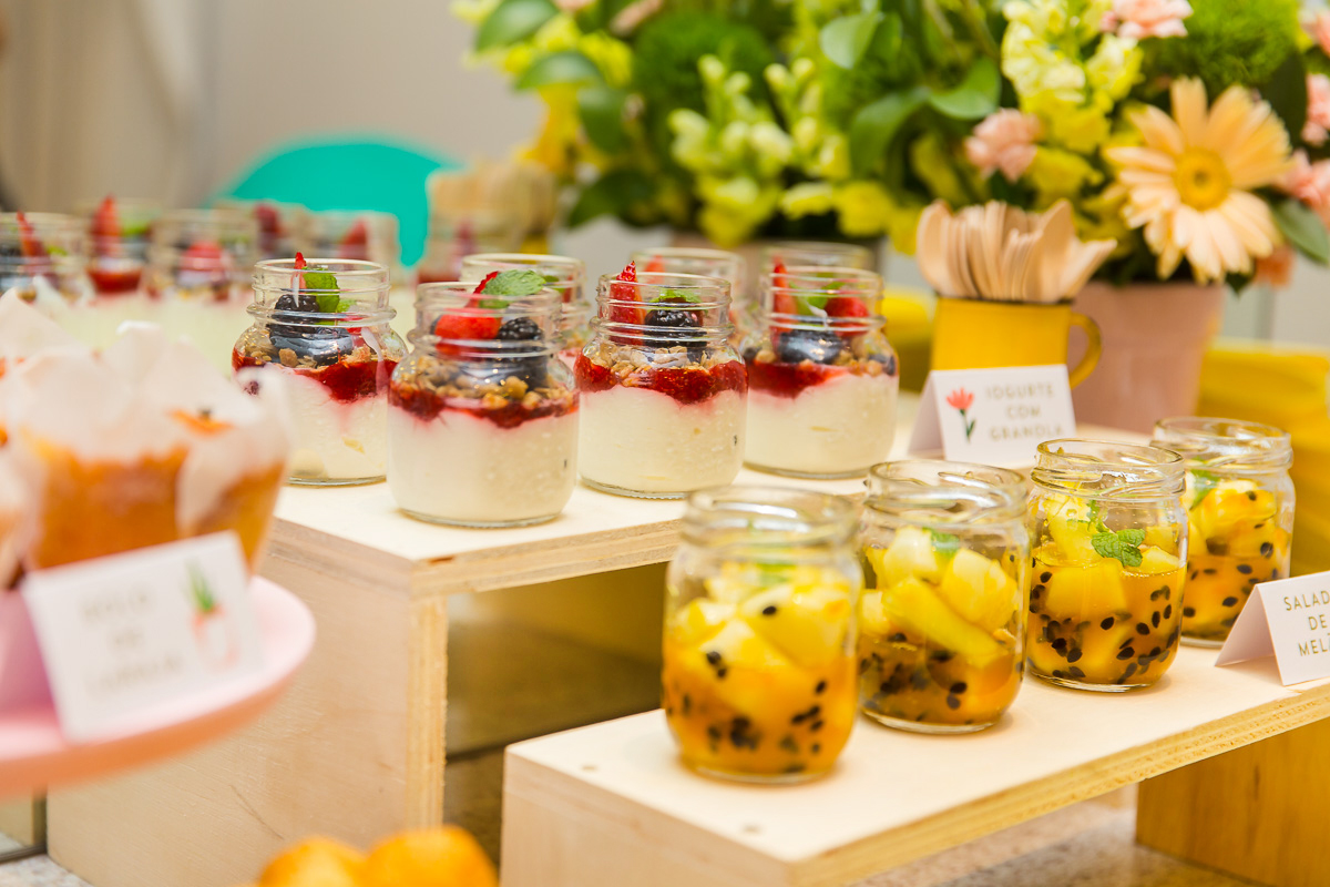 buffet brunch festa infantil jardim botanica minimalista moderna iogurte frutas vermelhas