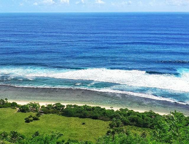 Pantai Nunggalan, Saudara Kembar Pantai Green Bowl