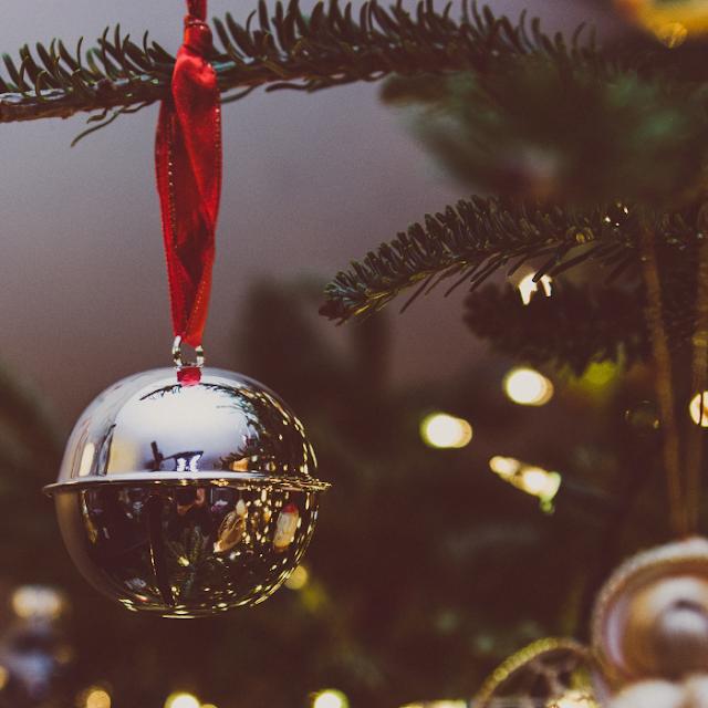 40 titres incontournables de Noël , la playlist parfaite pour swinguer devant la cheminée blog mariage et jolies fêtes www.unjourmonprinceviendra26.com