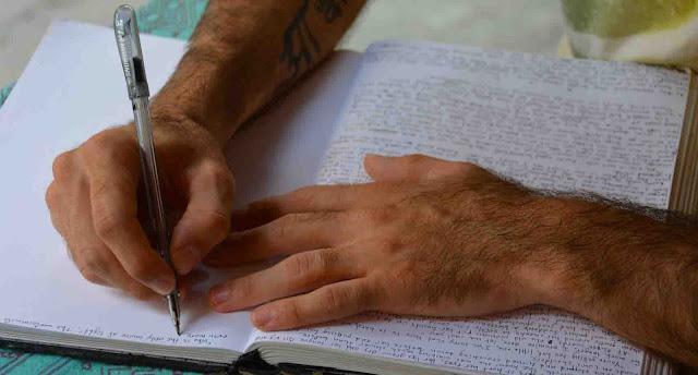 Menulis Resensi Buku Pengetahuan