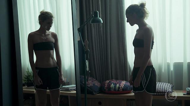 """DEPOIMENTO: """"Quantas vezes fugi do espelho do meu reflexo, olhar para ele era como me punir..."""""""