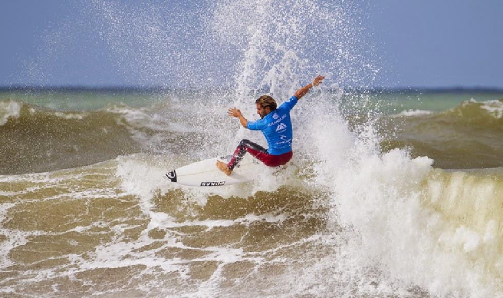 13 2014 Moche Rip Curl Pro Portugal Aritz Aranburu Foto ASP Damien%2B Poullenot Aquashot