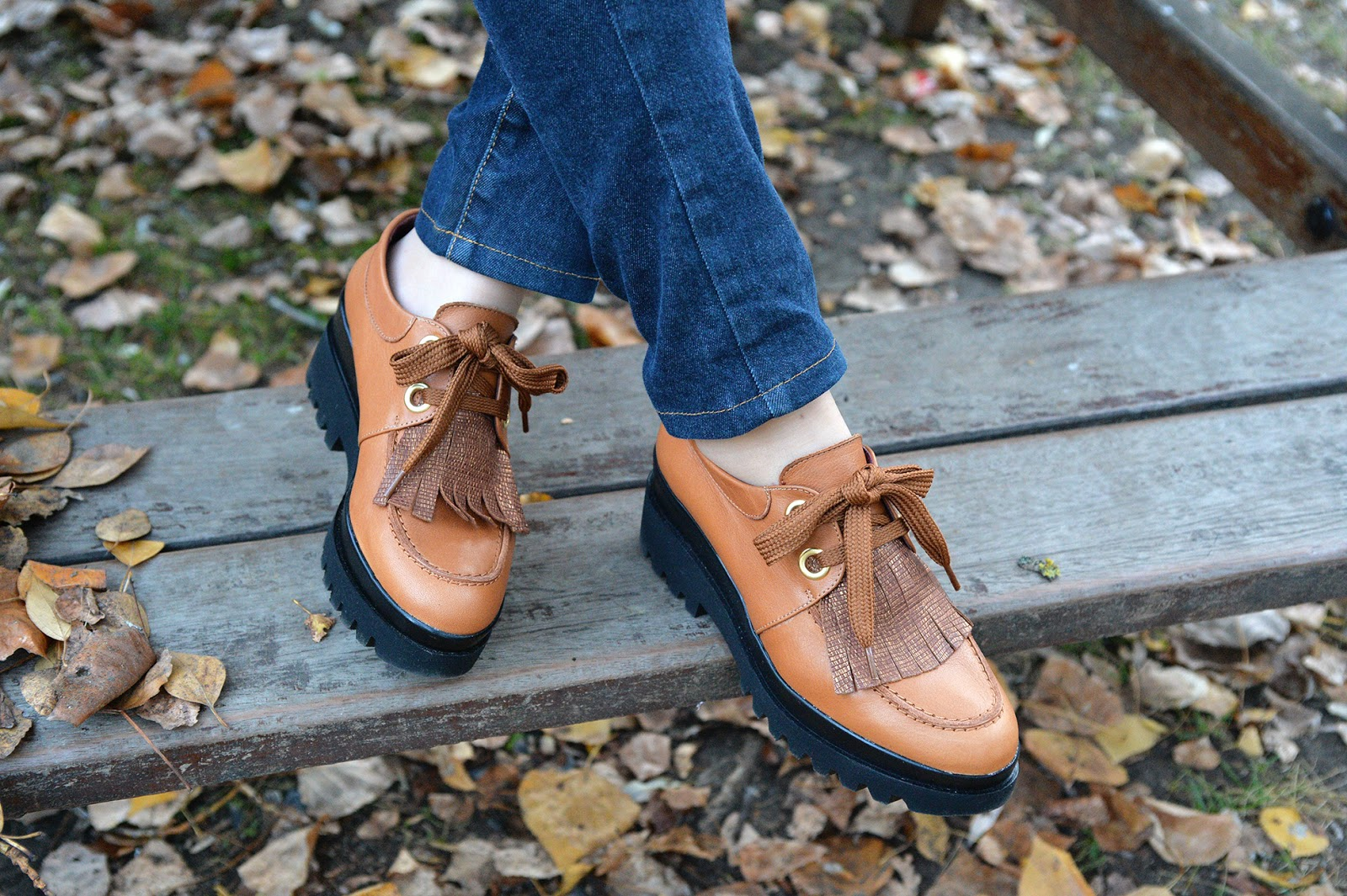 platform oxford shoes fringe fashion blogger