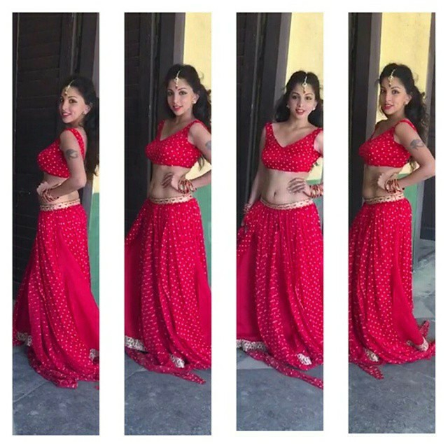 indian-instagram-girl-in-red-hot-sari