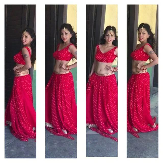 indian-instagram-girl-in-red-hot-sari