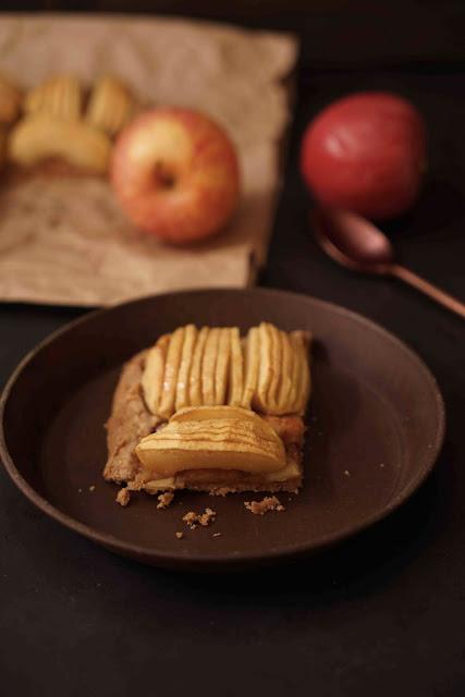 tarte aux pommes , caramel , compote de pommes , dessert d'automne
