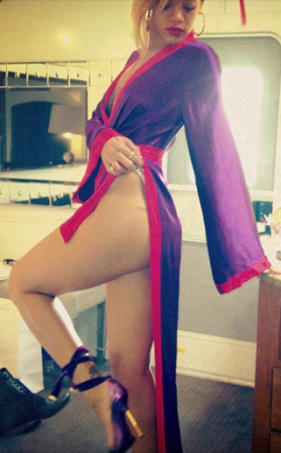 WE HAVE MOVED: See Rihanna's ass Pix on Instagram