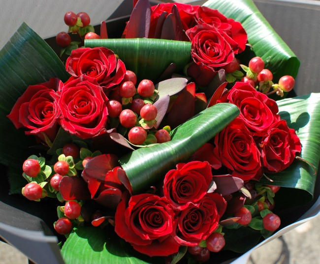 Prestige-Flowers-For-Valentines-day-A-Review-bouquet-of-roses-and-hypericum-berries