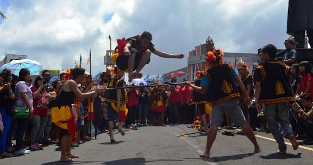 INDONESIAI INTERNATIONAL CULTUR FESTIVAL (IICF) AGENDA TAHUNAN SENAT MAHASISWA UKSW
