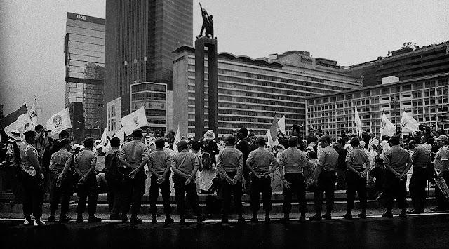 Bunderan HI Jakarta by Charlie Hartono