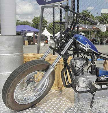 Modifikasi Motor MegaPro Racikan Bengkel Death Piston Garage