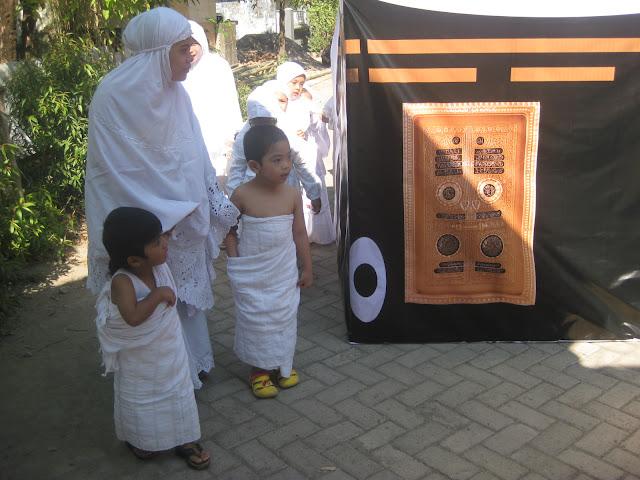 TK Khalifah 3 Makassar belajar Manasik Haji