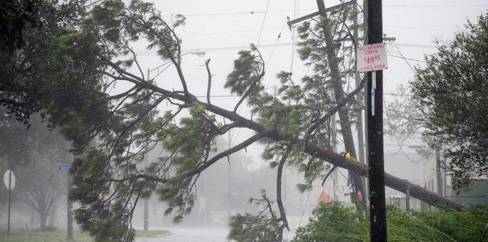 الإعصار هارفي يهدد أمريكا بأقوى عاصفة منذ 12 عامًا