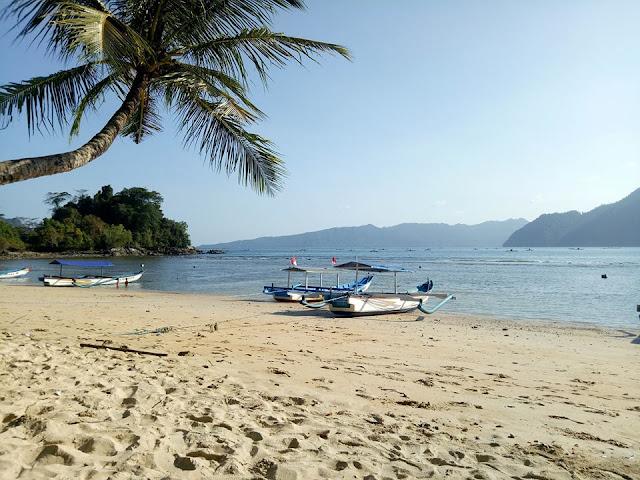 7 Pantai Eksotis di Jawa Timur