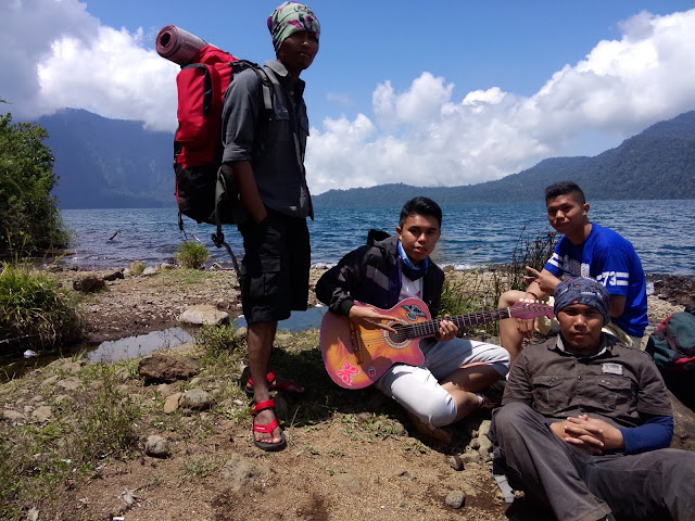 Team Adventure Gunung Tujuh Lake Back to Home